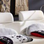 SAM® Rundbett Carlos weiß inkl. Beleuchtung 140 x 200 cm Polsterbett Handarbeit mit Nachttischablagen