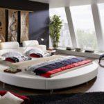 SAM® Rundbett, Polsterbett in weiß, Bett mit gepolstertem Kopfteil und Beleuchtung, zwei integrierte Nachttischablagen, Bettgestell auch als Wasserbett verwendbar, 200 x 200 cm [521478]
