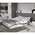 Polster-Bett 180x200 cm weiß-schwarz aus Kunstleder mit LED-Beleuchtung   Magari   Das Kunst-Leder-Bett ist ein Designer-Bett   Doppel-Betten 180 cm x 200 cm mit Lattenrost in Leder-Optik, Made in EU