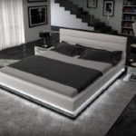 Polster-Bett 200x220 cm weiß aus Kunstleder mit LED-Beleuchtung am Fuß des Bettes   Inapir   Das Kunst-Leder-Bett ist ein edles Designer-Bett   Doppel-Bett 200 cm x 220 cm in Leder-Optik, Made in EU)